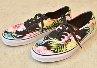 VANS-HAWAIIAN-FLORAL-BLACK1.jpg