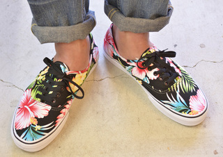 VANS-HAWAIIAN-FLORAL-BLACK2.jpg